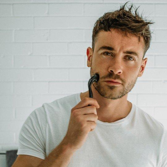 Ce este un DermaRoller si cum sa-l utilizati pentru o barba deasa si uniforma
